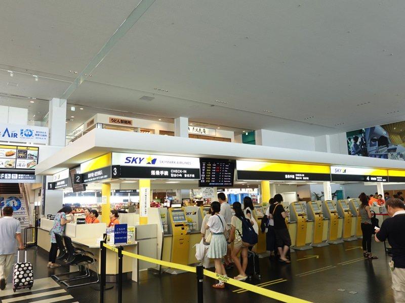 神戸空港 スカイマークのチェックインカウンター