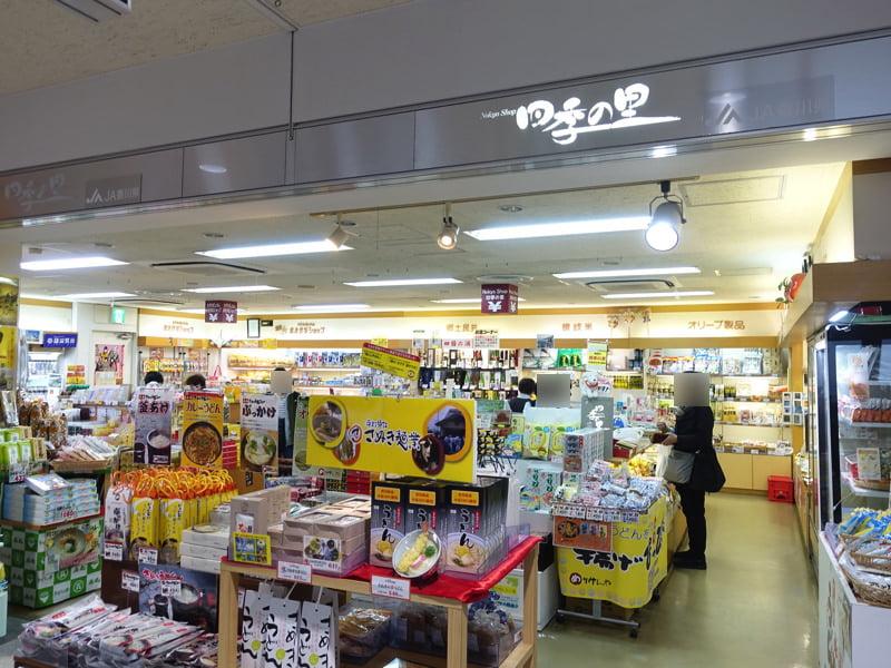 高松空港のお土産屋 1F