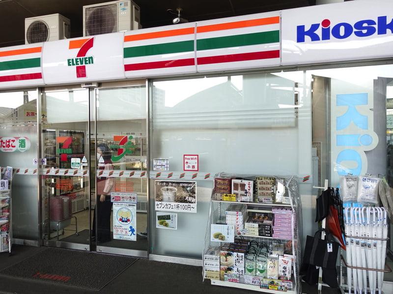 JR高松駅構内 お土産屋 セブンイレブン