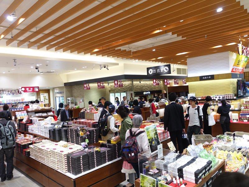 金沢駅 お土産屋 Rinto