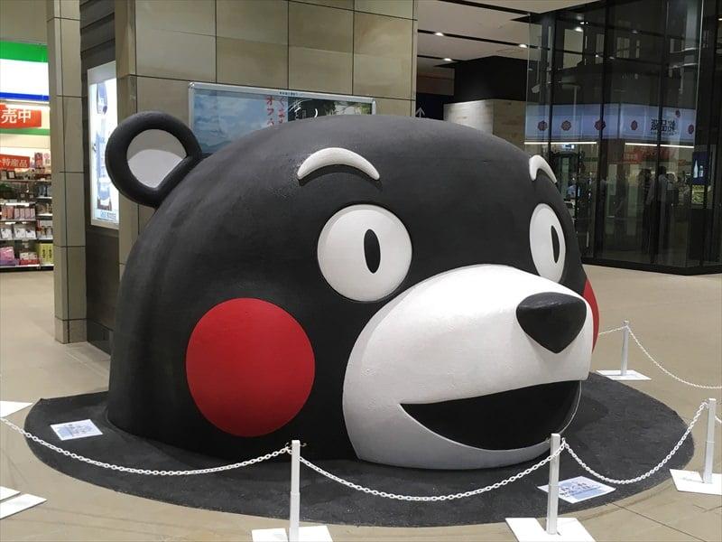 熊本駅のくまモン