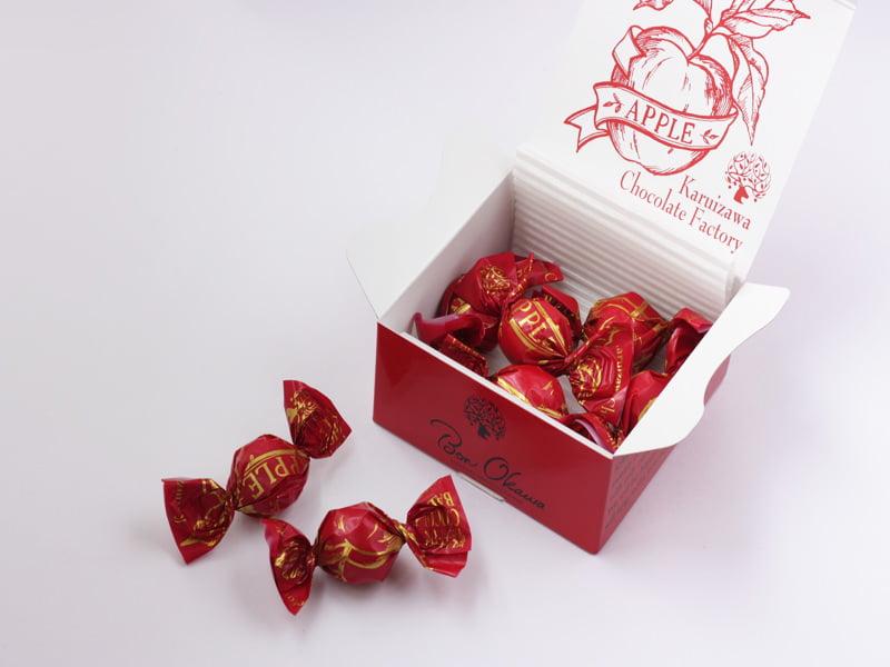軽井沢チョコレートファクトリー チョコレートボールりんご 開封した写真