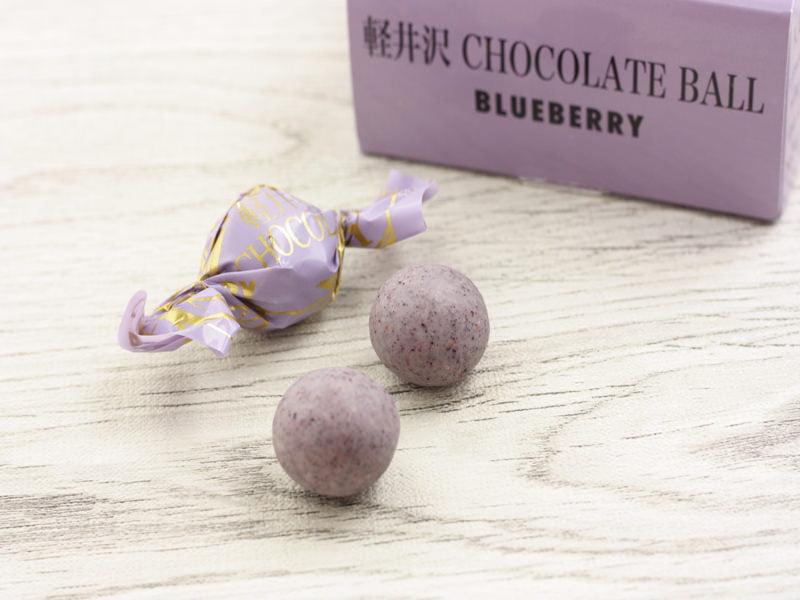 軽井沢チョコレートファクトリー チョコレートボールブルーベリー 中身の写真