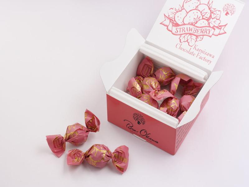 軽井沢チョコレートファクトリー チョコレートボールいちご 開封した写真