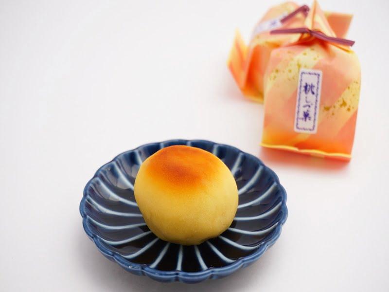 あずさ堂 桃しづ菓 中身の写真