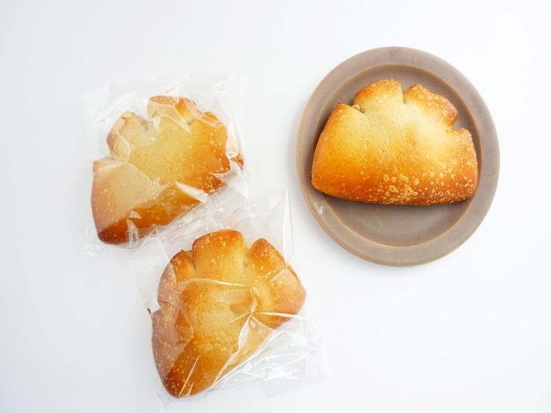 ベーグル屋ハル 豆乳クリームパン 開封した写真