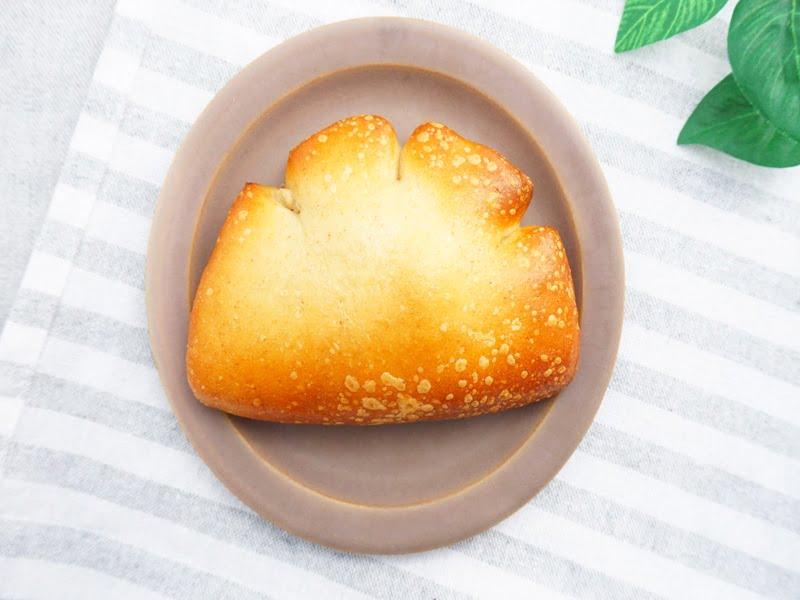 ベーグル屋ハル 豆乳クリームパン 中身の写真