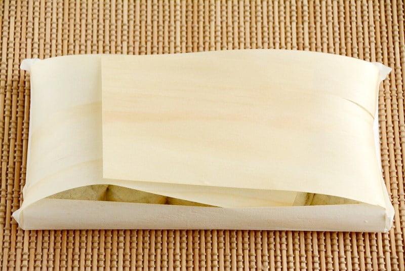 豊助饅頭 経木の包装