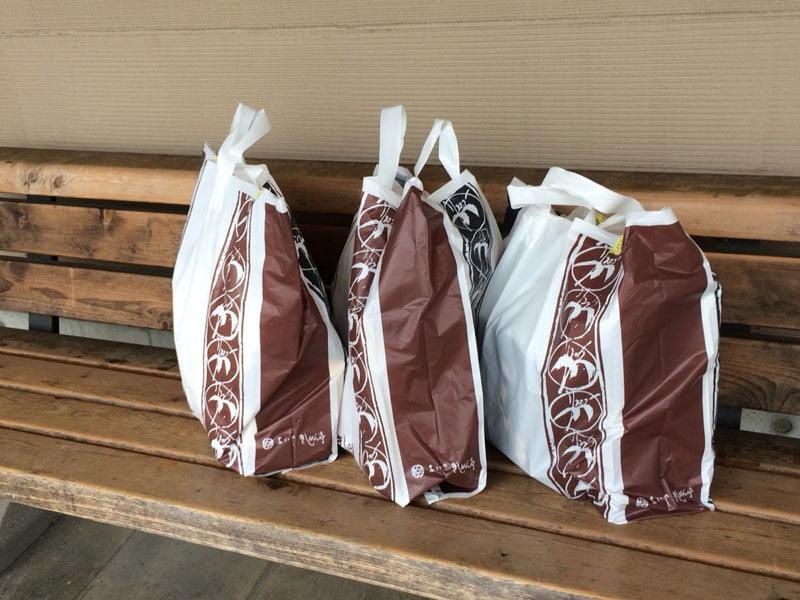 高速道路のサービスエリアで購入したお土産袋の写真
