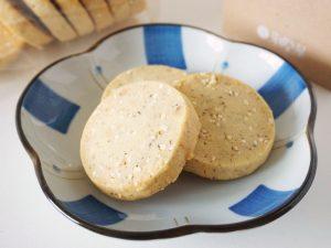 芽吹き屋 穀クッキー(きび・ヘーゼルナッツ)中身