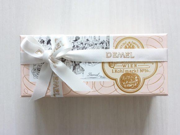 プレゼント包装されたデメルのトリュフ